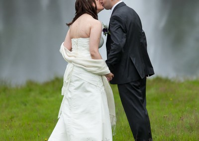 Kissing on ther wedding day